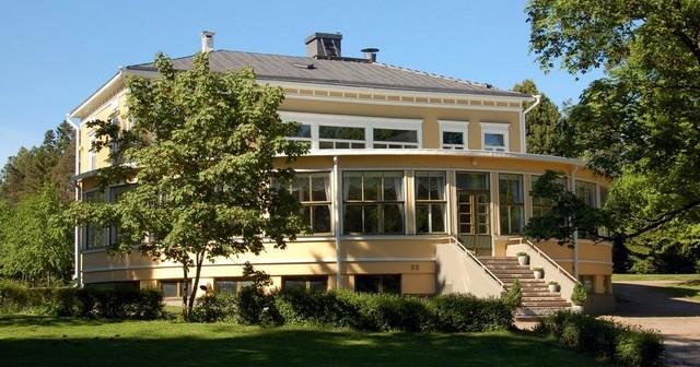 Vaasan Hietalahden Villa on myynnissä