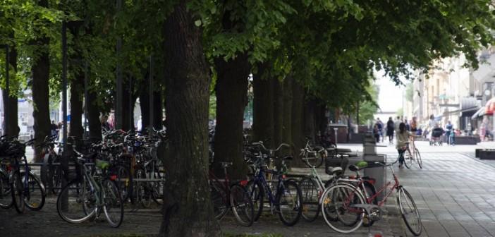 <center>Aimo Nyberg – Autot vastaan pyöräilijät</center>