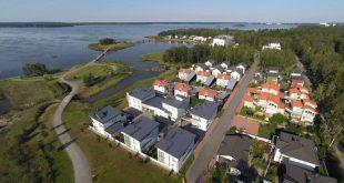 Isännöinnin, vuokra-asumisen ja rakennuttamisen alalla toimiva Lakea teki modernin ratkaisun ja päätti siirtää koko IT-ympäristönsä julkiseen pilveen. Lakean suunnittelemia taloja Vaasan asuntomessualueella.