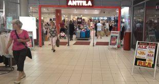 Tavaratalo Anttila ajettiin konkurssiin vuoden 2016 kesällä ja n. 1300 työntekijää irtisanottiin. Konkurssipesä ryhtyi hoitamaan tavaratalojen alasajoja.
